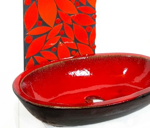 Sinks in red glazes